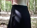 Jaqueline mit schwarzem Kleid bekommt Finger in Fotze