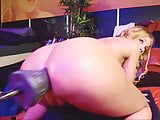 FEMALE BUTT PLUG AND FUCKING MACHINE PLAY