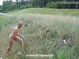sexy MILF naakt buiten