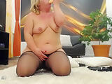 Blonde chubby mature wife masturbate