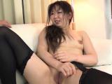 Succulent mature idol Morita Kurumi caresses hole