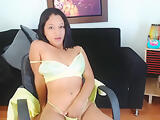 brown skin girl dancing and masturabte for you