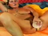 reifes Renata Solo auf dem Bett