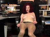 American milf Kimberlee fingers her unshaven pussy
