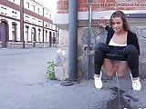 Hot Babe ---Needs to piss - In public street XXX